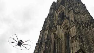 Erst das Geld, dann die Drohnen