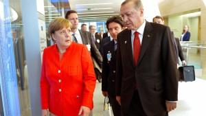 Merkel droht Türkei mit Abzug aus Incirlik