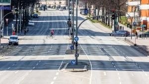 Autoabsatz in Deutschland fällt um mehr als ein Drittel