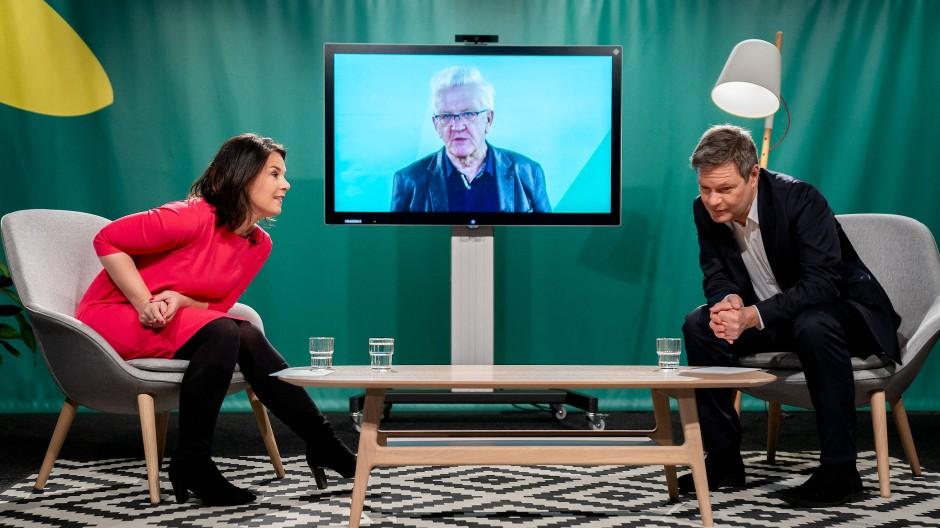 Gespannte Grüne: Kanzlerkandidatin Annalena Baerbock und Bundesvorsitzender Robert Habeck beim politischen Aschermittwoch im Februar.