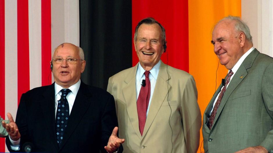 Entscheidende Männer in der Wendezeit: Michail Gorbatschow (links), George H. W. Bush (Mitte) und Helmut Kohl.