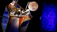 Ein maßstabgetreues Modell des OneWeb-Satelliten