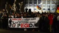Bahnhöfe und Pegida im Visier der Terroristen