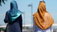 Die baden-württembergische SPD-Vorsitzende Leni Breymaier fordert ein Kopftuchverbot für Frauen unter 18 Jahren. (Symbolbild)