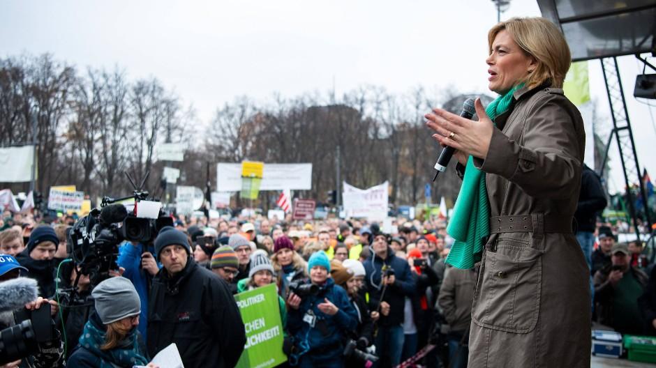 Ministerin Julia Klöckner (CDU) im November 2019 bei einer Protestaktion von Bauern gegen das Agrarpaket