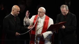 Papst zelebriert Kreuzweg-Zeremonie am Kolosseum