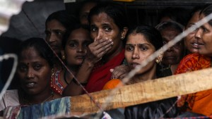 Viele Tote und große Schäden bei Unwettern in Südasien