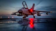 Bundeswehr-Tornado auf dem türkischen Bundeswehr-Stützpunkt Incirlik: Die Forderungen nach einem Abzug werden im Streit mit der Türkei immer lauter.