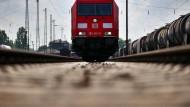 Wie ein Presslufthammer: Laute Güterzüge rauben Wiesbadenern den Schlaf.