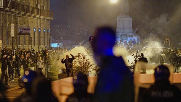 Zwei Haftstrafen nach Ausschreitungen in Neapel