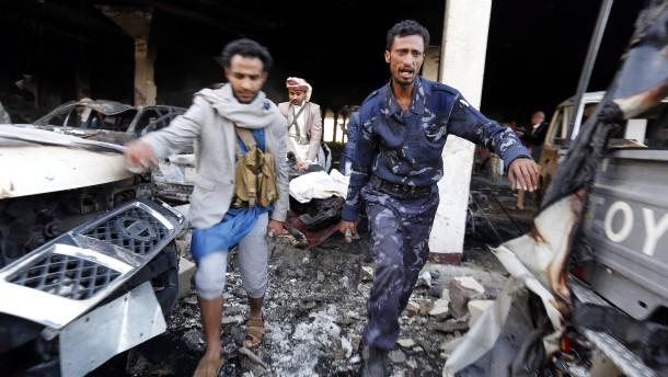 Mehr als 140 Tote bei Luftangriffen auf Trauerfeier