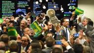 Rousseffs Gegner: Abgeordnete jubeln über das Ergebnis der Abstimmung der Sonderkommission.