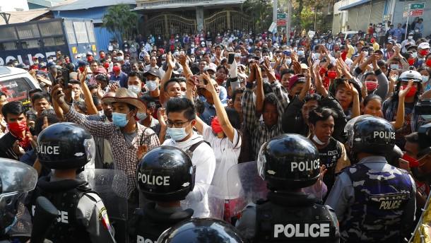 Erstes Todesopfer bei Protesten gegen Putsch
