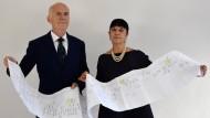 Agnese Sabato und Alessandro Vezzosi mit einem Ausdruck des Stammbaums