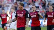 Freiburgs Mike Frantz jubelt nach seinem Tor zum 1:0.