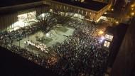 Tausende bei Beisetzung der drei erschossenen Muslime
