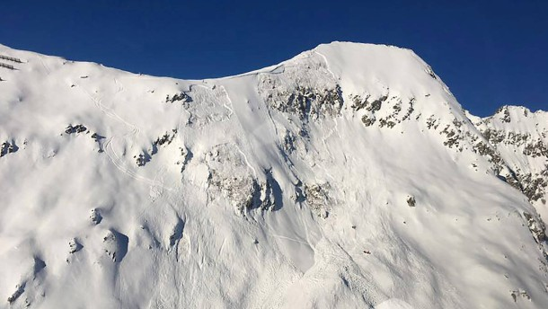 Lawinen reißen drei Skisportler in den Tod