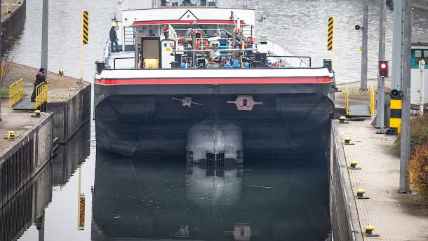 Havariertes Schiffs sorgt am Main für Sperrung