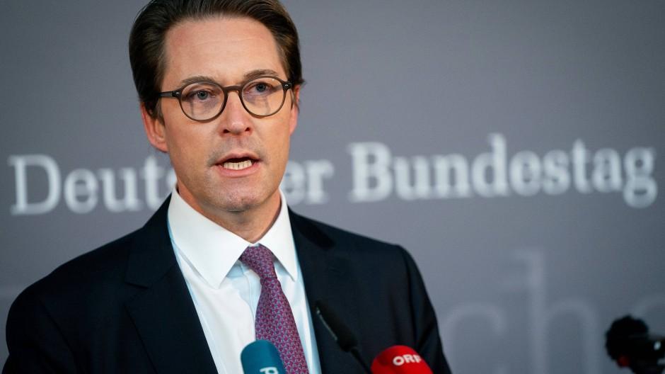 Andreas Scheuer (CSU), Bundesminister für Verkehr und digitale Infrastruktur, vor Beginn der Sitzung des Maut-Untersuchungsausschusses.