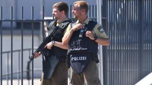 """Polizistin nach Kopfschuss weiter in """"höchster Lebensgefahr"""""""