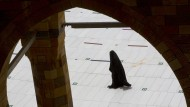 Eine Pilgerin während der jährlichen Hadsch-Pilgerfahrt in Mekka