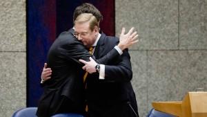 Justizminister geht, Wilders applaudiert