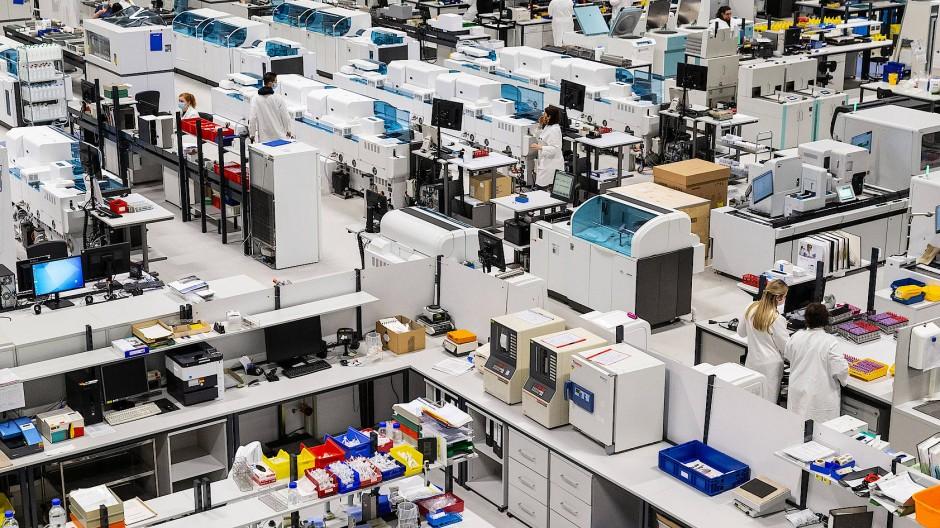 Im Bioscientia Labor in Ingelheim werden bislang vor allem PCR-Tests durchgeführt.