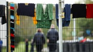 Sicherheitskräfte auf dem Gelände der Flüchtlingsunterkunft Burbach, der ehemaligen Siegerland-Kaserne