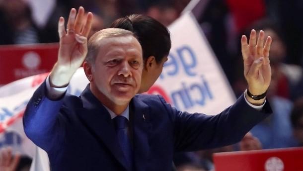 """Kirchhof: """"Erdogan muss sich an die Regeln halten"""""""