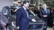 Auto-Präsident Xi Jinping? Hier 2014 auf einer Messe in Belgien am Volvo-Stand.