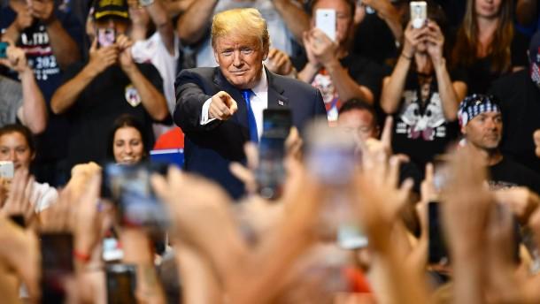 Die Hassliebe zwischen Trump und den Medien