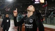 Mijat Gacinovic bejubelt seinen Treffer zum 1:1 im Europa-League-Spiel gegen Lazio Rom.