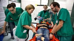 Medizinstudenten müssen nah an den Patienten und raus aufs Land
