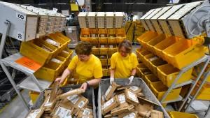 Post-Mitarbeiter fordern sechs Prozent mehr Lohn