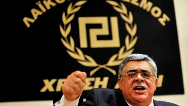 Chef der Rechtsradikalen bleibt in Haft