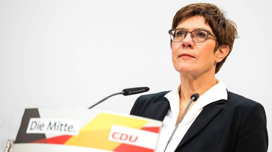 CDU-Vorsitzende Kramp-Karrenbauer: Mit Angela Merkel im Reinen