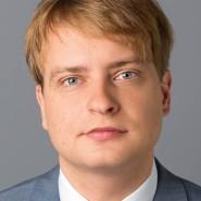 """Matthias Wyssuwa - Portraitaufnahme für das Blaue Buch """"Die Redaktion stellt sich vor"""" der Frankfurter Allgemeinen Zeitung"""