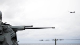 Russisches Aufklärungsflugzeug überfliegt Nato-Schiff