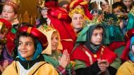 Bunte Schar: Kinder, die in diesen Tagen als Sternsinger unterwegs sind, bei einem Empfang im Kaisersaal