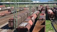 Wieder Erdbewegungen an Bahnstrecke in Rastatt