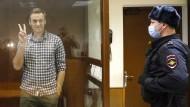 """Alexej Nawalnyj am Samstag im """"Aquarium"""", wie der Glaskäfig im Gerichtssaal genannt wird."""