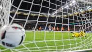 Nervensache: Auf verwandelte Elfmeter, so wie es Hasebe gegen Darmstadt machte, kommt es im Pokal oft an.