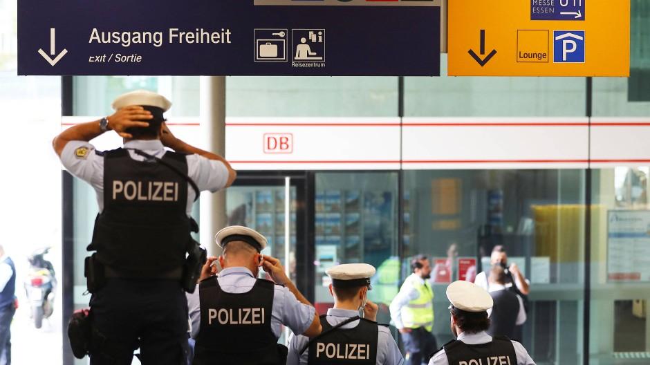 Bundespolizisten kontrollieren im August 2020 die Einhaltung der Maskenpflicht.