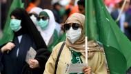 Verschleierte saudi-arabische Fußballfans zu Beginn der WM
