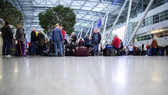 Warnstreiks Des Sicherheitspersonals Treffen Fluggäste