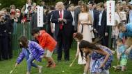 Ostereierrollen mit den Trumps im Weißen Haus