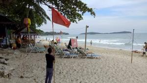 Zehntausende Urlauber in Thailand fliehen vor Tropensturm