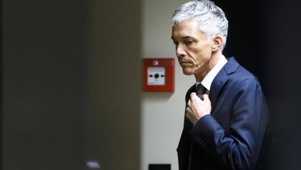 Schweizer Bundesanwalt tritt zurück