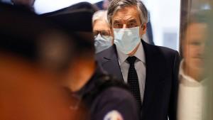 François Fillon muss zwei Jahre ins Gefängnis