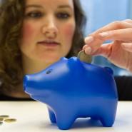 Frauen legen weniger Geld an als Männer. Ein Börsenseminar möchte ihnen bei der Finanzplanung helfen. (Symbolbild)